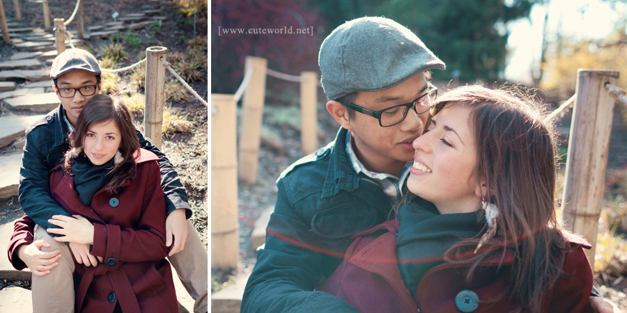 Photographie de couple assis sur un chemin