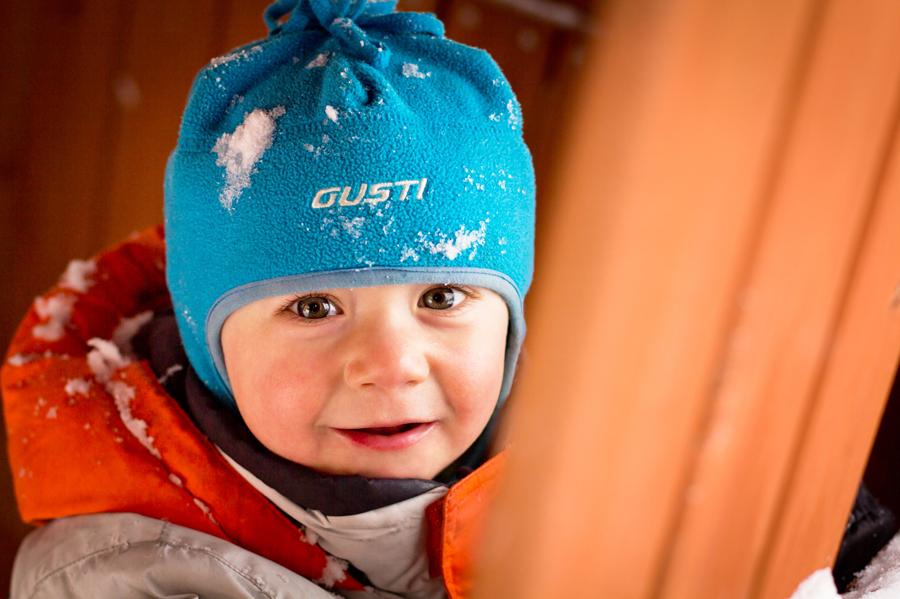 photographie enfant en hiver dans la neige
