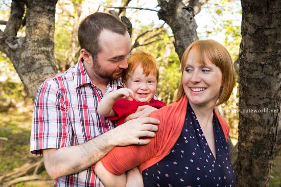 Séance photo maternité en famille à l'extérieur