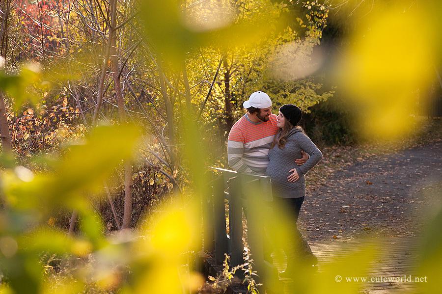 photographe-grossesse-couple-bois