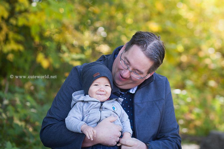 papa-bebe-photo-famille-automne-parc