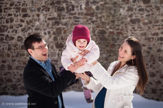 Séance maternité en famille en hiver
